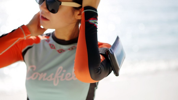 DiCAPac Action DA-C2 Set - wasserfeste Handyhülle - Outdoor am Arm mit Armband-Halterung
