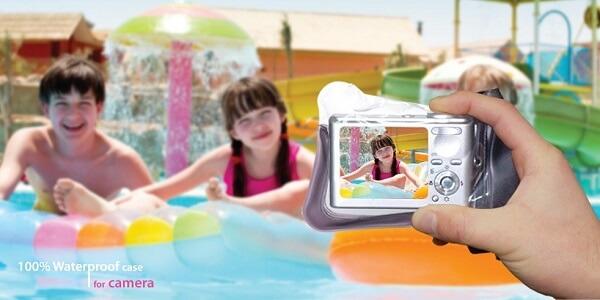 Waterproof camera cases - having fun in the water-park